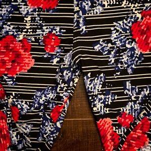 Lularoe digital floral leggings 🥰